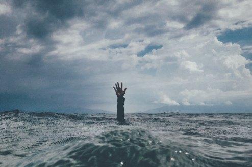 drowning_hand